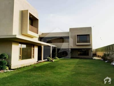 2000 Yards Bungalow for Sale in Phase 8 Khyban-e-Roomi