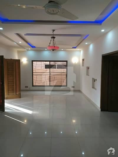 10marla Slightly Used House For Sale 4bed Attached Bats T. V Launch, Drawing Dinning Double Kitchen Store Room And Servent Quarter Hot Location In Dha