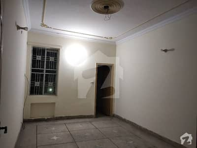 Perfect 1800  Square Feet Upper Portion In Samanabad For Rent