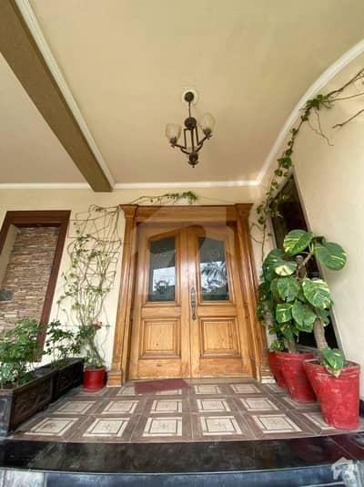 حیات آباد پشاور میں 7 کمروں کا 1 کنال مکان 7.5 کروڑ میں برائے فروخت۔