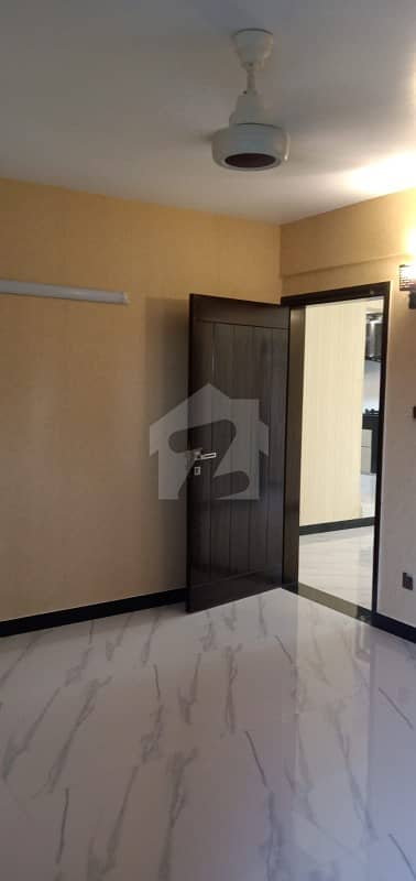 کلفٹن ۔ بلاک 2 کلفٹن کراچی میں 4 کمروں کا 12 مرلہ فلیٹ 4 کروڑ میں برائے فروخت۔