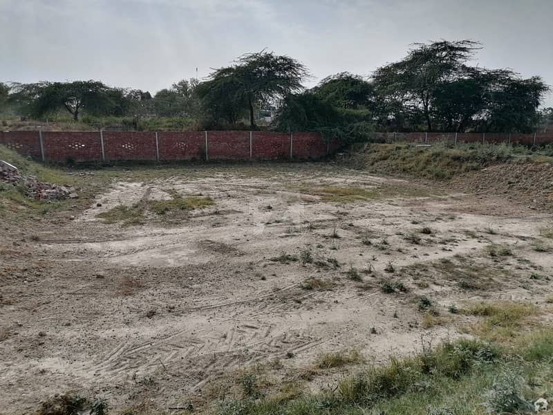 2 Kanal Spacious Farm House Available In Bismillah Housing Scheme For Sale