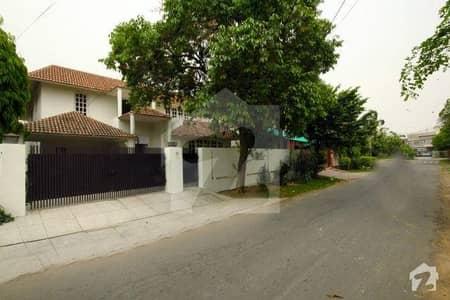 ڈی ایچ اے فیز 1 ڈیفنس (ڈی ایچ اے) لاہور میں 4 کمروں کا 1 کنال مکان 1.4 لاکھ میں کرایہ پر دستیاب ہے۔