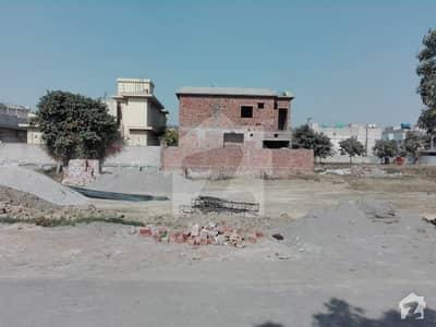 ڈی ایچ اے فیز 8 - بلاک ڈبلیو فیز 8 ڈیفنس (ڈی ایچ اے) لاہور میں 1 کنال رہائشی پلاٹ 3.75 کروڑ میں برائے فروخت۔