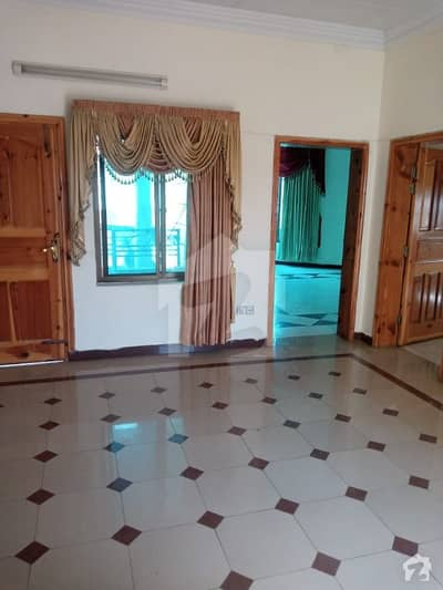 حبیب اللہ کالونی ایبٹ آباد میں 4 کمروں کا 10 مرلہ مکان 2.85 کروڑ میں برائے فروخت۔