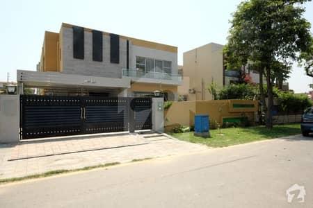 ڈی ایچ اے فیز 8 ڈیفنس (ڈی ایچ اے) لاہور میں 5 کمروں کا 1 کنال مکان 1.8 لاکھ میں کرایہ پر دستیاب ہے۔
