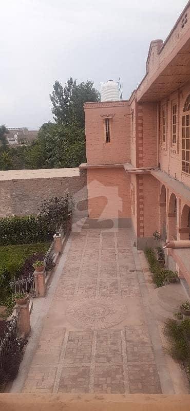 کوہاٹ روڈ پشاور میں 8 کمروں کا 10 کنال فارم ہاؤس 10 کروڑ میں برائے فروخت۔