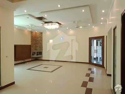 ڈی ایچ اے فیز 5 ڈیفنس (ڈی ایچ اے) لاہور میں 5 کمروں کا 1 کنال مکان 1.85 لاکھ میں کرایہ پر دستیاب ہے۔