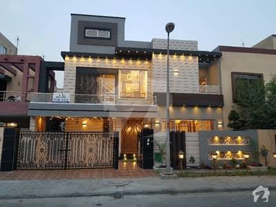 بحریہ ٹاؤن گلبہار بلاک بحریہ ٹاؤن سیکٹر سی بحریہ ٹاؤن لاہور میں 5 کمروں کا 11 مرلہ مکان 3.2 کروڑ میں برائے فروخت۔
