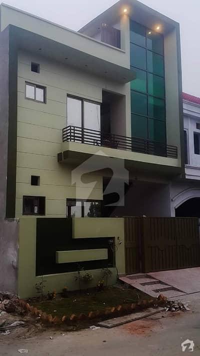 گرینڈ ایوینیوز ہاؤسنگ سکیم لاہور میں 4 کمروں کا 5 مرلہ مکان 34 ہزار میں کرایہ پر دستیاب ہے۔
