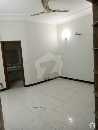 اسٹیٹ لائف ہاؤسنگ سوسائٹی لاہور میں 3 کمروں کا 5 مرلہ مکان 47 ہزار میں کرایہ پر دستیاب ہے۔