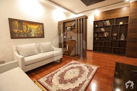 ڈی ایچ اے فیز 8 ڈیفنس (ڈی ایچ اے) لاہور میں 1 کمرے کا 3 مرلہ فلیٹ 1.02 کروڑ میں برائے فروخت۔