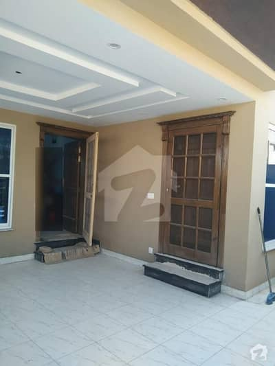 12 Marla Double Storey 40x80 House For Urgent Sale Park Facing ( G-10)