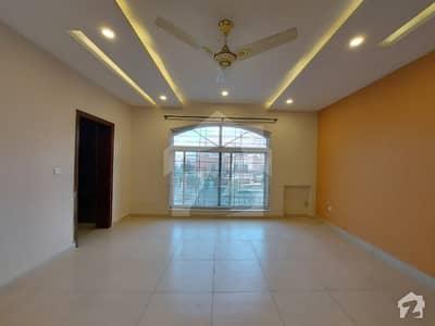 ڈی ایچ اے ڈیفینس فیز 2 ڈی ایچ اے ڈیفینس اسلام آباد میں 7 کمروں کا 1 کنال مکان 1.8 لاکھ میں کرایہ پر دستیاب ہے۔