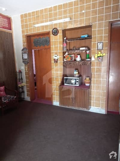ماڈل ٹاؤن ۔ بلاک کیو ماڈل ٹاؤن لاہور میں 2 کمروں کا 10 مرلہ بالائی پورشن 35 ہزار میں کرایہ پر دستیاب ہے۔