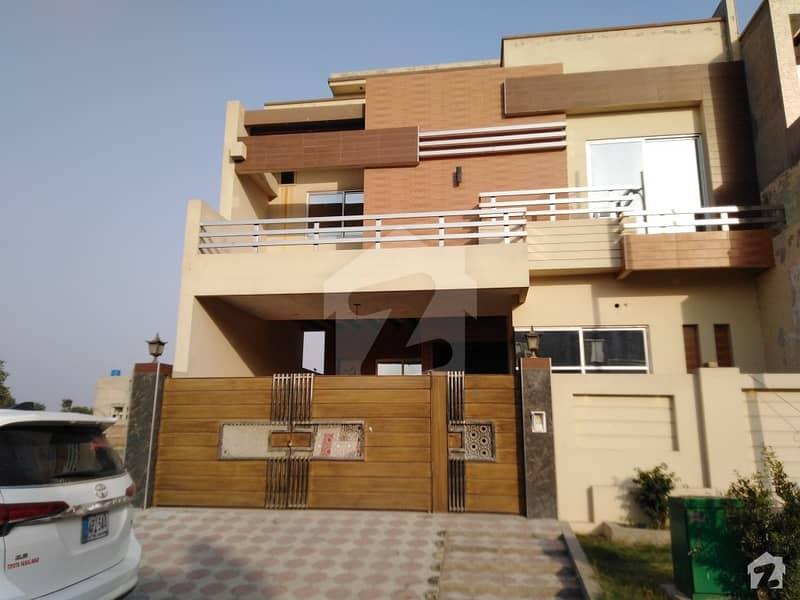 خیابانِ گارڈنز فیصل آباد میں 5 کمروں کا 8 مرلہ مکان 2.25 کروڑ میں برائے فروخت۔