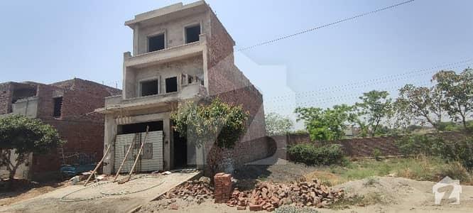 گلشنِ مدینہ فیصل آباد میں 6 کمروں کا 6 مرلہ مکان 87 لاکھ میں برائے فروخت۔