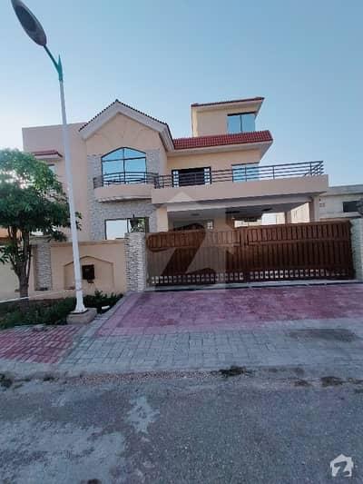 بحریہ ٹاؤن فیز 8 ۔ بلاک اے بحریہ ٹاؤن فیز 8 بحریہ ٹاؤن راولپنڈی راولپنڈی میں 9 کمروں کا 1 کنال مکان 1.5 لاکھ میں کرایہ پر دستیاب ہے۔