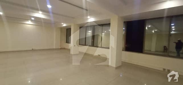 بلیو ایریا اسلام آباد میں 1 کمرے کا 8 مرلہ دفتر 5.5 کروڑ میں برائے فروخت۔