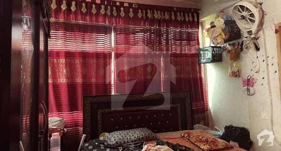 سٹیٹ بینک کالونی اچھرہ لاہور میں 3 کمروں کا 5 مرلہ فلیٹ 70 لاکھ میں برائے فروخت۔