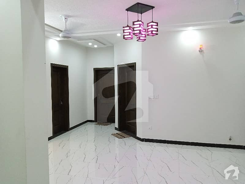 ڈی ۔ 12 اسلام آباد میں 3 کمروں کا 10 مرلہ زیریں پورشن 55 ہزار میں کرایہ پر دستیاب ہے۔