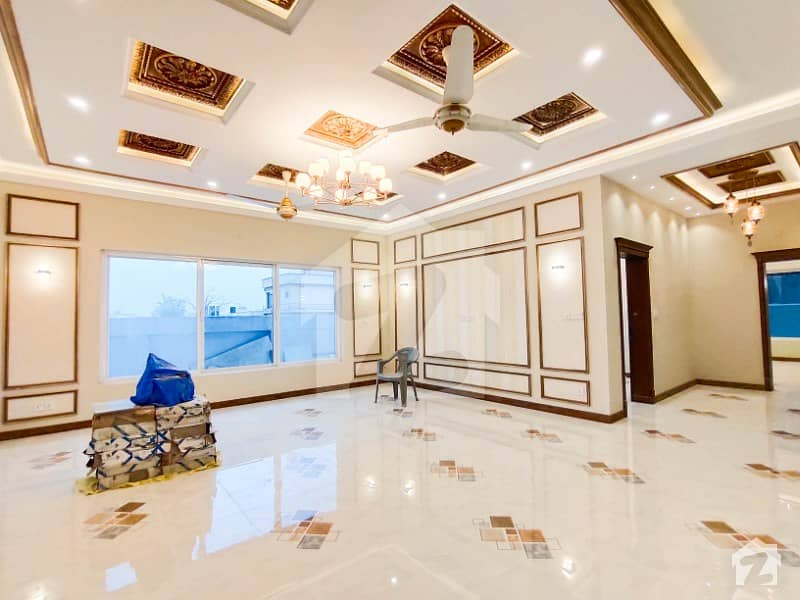 Magnificent Design One Kanal Bungalow Up For Sale