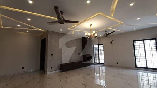 بحریہ ٹاؤن چمبیلی بلاک بحریہ ٹاؤن سیکٹر سی بحریہ ٹاؤن لاہور میں 5 کمروں کا 1 کنال مکان 5 کروڑ میں برائے فروخت۔