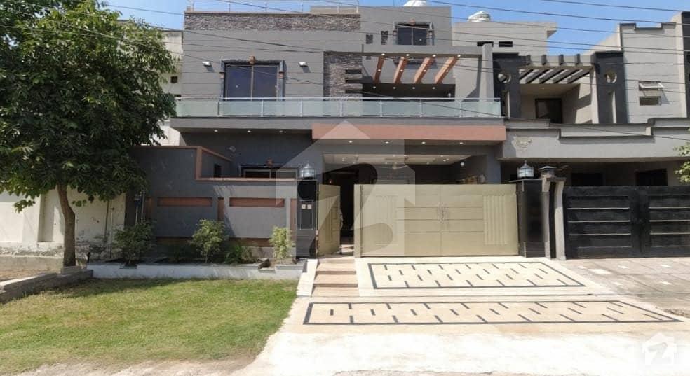 پی جی ای سی ایچ ایس فیز 2 پنجاب گورنمنٹ ایمپلائیز سوسائٹی لاہور میں 5 کمروں کا 10 مرلہ مکان 2.5 کروڑ میں برائے فروخت۔