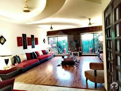 یو ای ٹی ہاؤسنگ سوسائٹی لاہور میں 5 کمروں کا 1 کنال مکان 3.5 کروڑ میں برائے فروخت۔