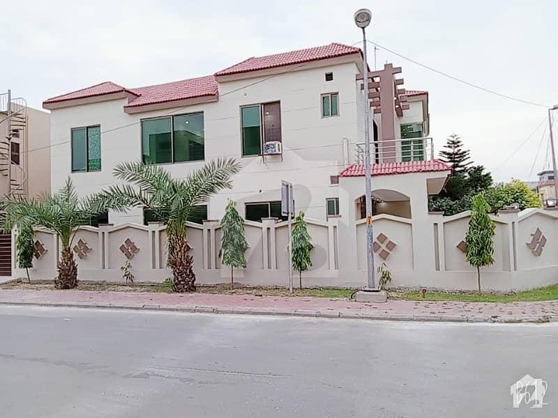 بحریہ ٹاؤن جاسمین بلاک بحریہ ٹاؤن سیکٹر سی بحریہ ٹاؤن لاہور میں 5 کمروں کا 11 مرلہ مکان 2.55 کروڑ میں برائے فروخت۔