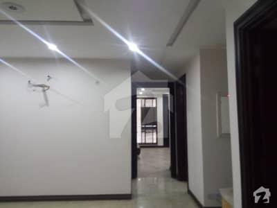 ائیر ایوینیو ۔ بلاک کیو ڈی ایچ اے فیز 8 سابقہ ایئر ایوینیو ڈی ایچ اے فیز 8 ڈی ایچ اے ڈیفینس لاہور میں 2 کمروں کا 6 مرلہ فلیٹ 60 ہزار میں کرایہ پر دستیاب ہے۔