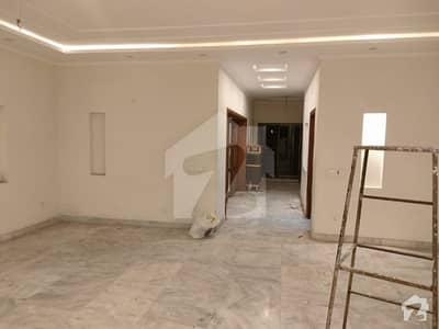 ماڈل ٹاؤن ۔ بلاک کے ماڈل ٹاؤن لاہور میں 4 کمروں کا 1 کنال بالائی پورشن 95 ہزار میں کرایہ پر دستیاب ہے۔