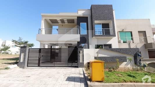 بحریہ ٹاؤن فیز 8 ۔ بلاک سی بحریہ ٹاؤن فیز 8 بحریہ ٹاؤن راولپنڈی راولپنڈی میں 5 کمروں کا 10 مرلہ مکان 2.95 کروڑ میں برائے فروخت۔