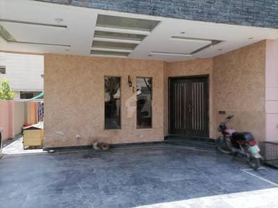 اسٹیٹ لائف فیز 1 - بلاک بی اسٹیٹ لائف ہاؤسنگ فیز 1 اسٹیٹ لائف ہاؤسنگ سوسائٹی لاہور میں 5 کمروں کا 1 کنال مکان 3.5 کروڑ میں برائے فروخت۔