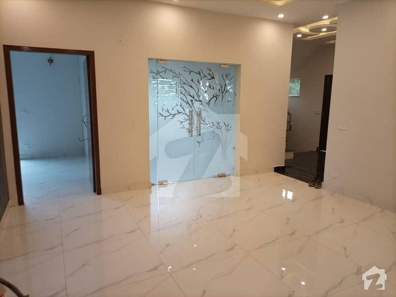 بحریہ ٹاؤن ۔ بلاک ڈی ڈی بحریہ ٹاؤن سیکٹرڈی بحریہ ٹاؤن لاہور میں 5 کمروں کا 10 مرلہ مکان 2.35 کروڑ میں برائے فروخت۔