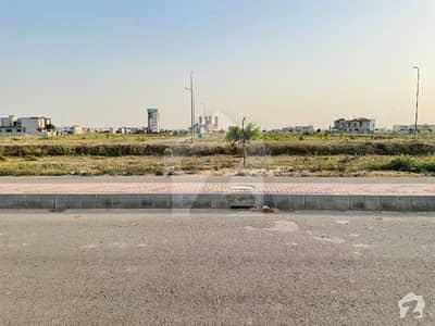 ڈی ایچ اے فیز 8 - بلاک ٹی فیز 8 ڈیفنس (ڈی ایچ اے) لاہور میں 1 کنال رہائشی پلاٹ 3.75 کروڑ میں برائے فروخت۔