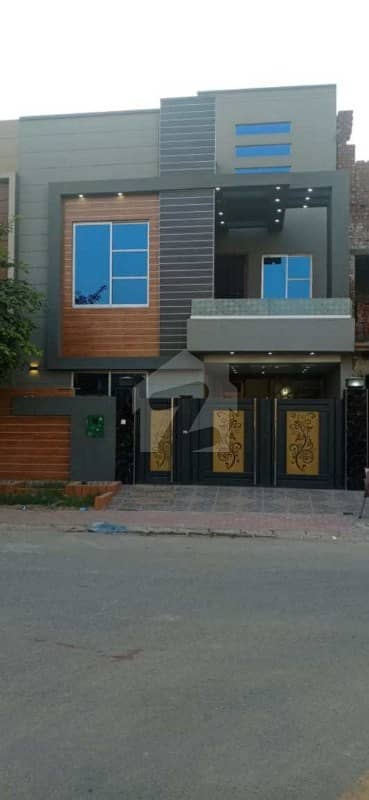 بحریہ ٹاؤن سیکٹر ای بحریہ ٹاؤن لاہور میں 3 کمروں کا 5 مرلہ مکان 1.4 کروڑ میں برائے فروخت۔