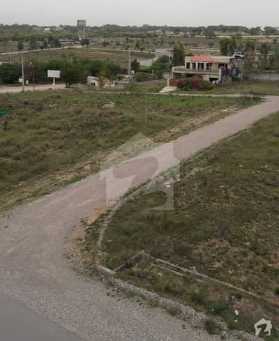 30x70 Plot available in PECHS near to top city new airport Islamabad