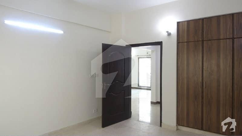 عسکری 11 ۔ سیکٹر بی اپارٹمنٹس عسکری 11 عسکری لاہور میں 3 کمروں کا 10 مرلہ فلیٹ 1.65 کروڑ میں برائے فروخت۔
