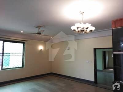 گلبرگ 2 گلبرگ لاہور میں 11 کمروں کا 5 کنال عمارت 65 کروڑ میں برائے فروخت۔