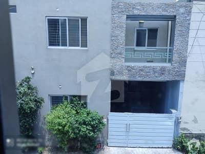 خدا بخش کالونی کینٹ لاہور میں 3 کمروں کا 4 مرلہ مکان 1 کروڑ میں برائے فروخت۔