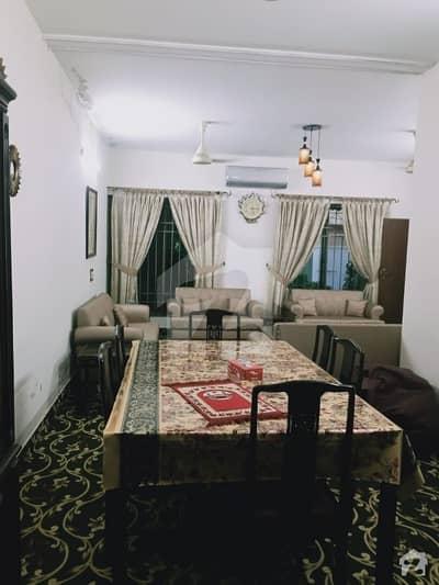 لارنس روڈ لاہور میں 4 کمروں کا 12 مرلہ مکان 3.1 کروڑ میں برائے فروخت۔