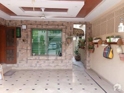 عسکری 10 - سیکٹر ڈی عسکری 10 عسکری لاہور میں 5 کمروں کا 10 مرلہ مکان 3.1 کروڑ میں برائے فروخت۔