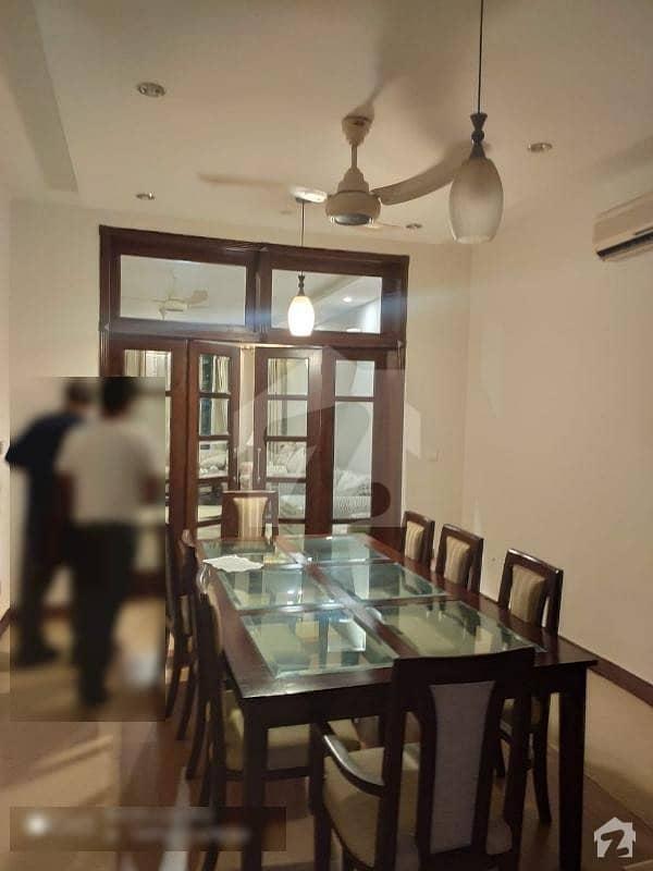 ایف ۔ 10 اسلام آباد میں 5 کمروں کا 1 کنال مکان 9.5 کروڑ میں برائے فروخت۔