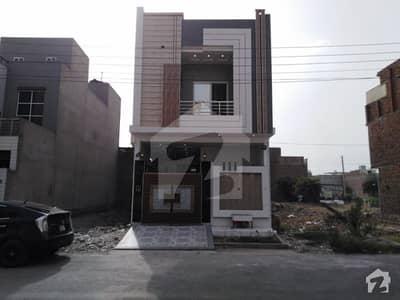 اسماعیل ویلی فیصل آباد میں 3 کمروں کا 4 مرلہ مکان 95 لاکھ میں برائے فروخت۔