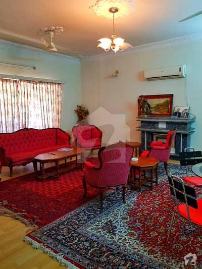 حیات آباد فیز 1 - ای1 حیات آباد فیز 1 حیات آباد پشاور میں 9 کمروں کا 2 کنال مکان 12 کروڑ میں برائے فروخت۔