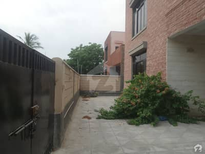 Corner 350sq Yards Beautiful House Available For Sale