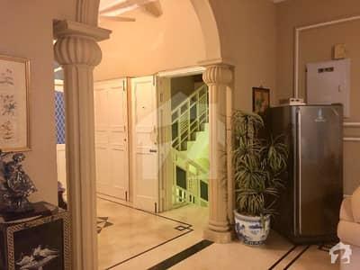 ڈی ایچ اے فیز 7 ڈی ایچ اے کراچی میں 1 کمرے کا 4 کنال کمرہ 80 ہزار میں کرایہ پر دستیاب ہے۔