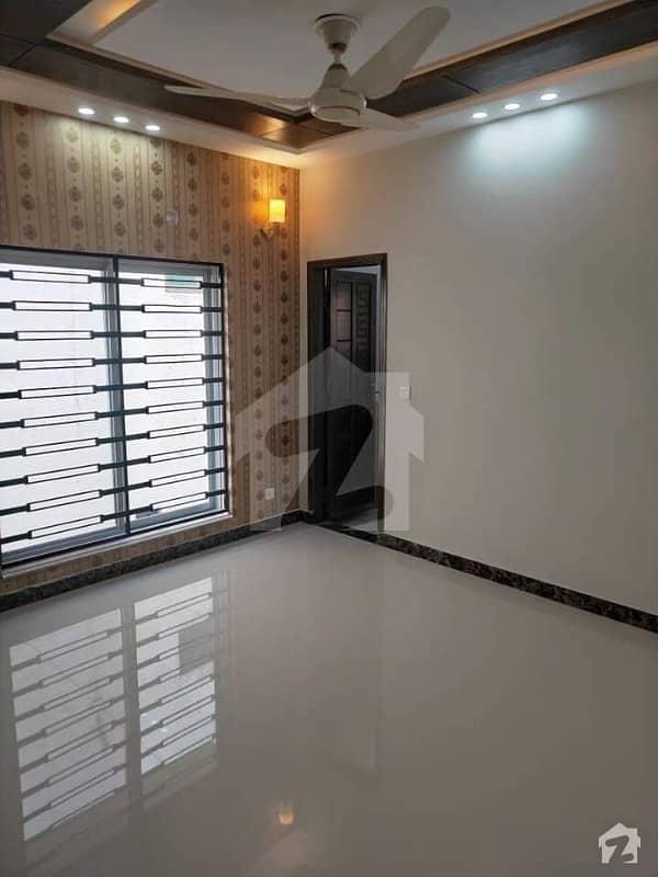 بحریہ ٹاؤن گلبہار بلاک بحریہ ٹاؤن سیکٹر سی بحریہ ٹاؤن لاہور میں 5 کمروں کا 10 مرلہ مکان 85 ہزار میں کرایہ پر دستیاب ہے۔