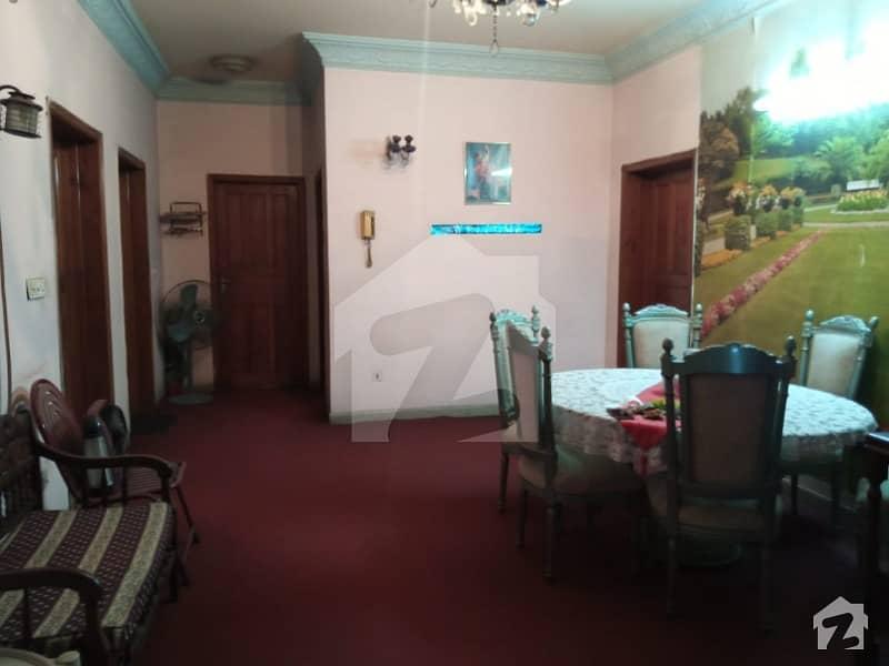 علامہ اقبال ٹاؤن ۔ نرگس بلاک علامہ اقبال ٹاؤن لاہور میں 6 کمروں کا 1 کنال مکان 6 کروڑ میں برائے فروخت۔